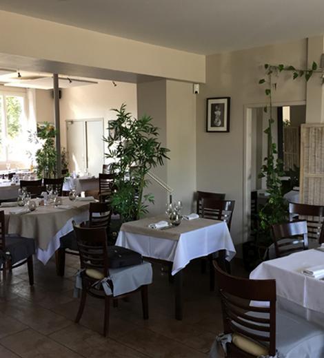 Salle du restaurant traditionnel le Val Joli à Vouvray (37) près de Tours