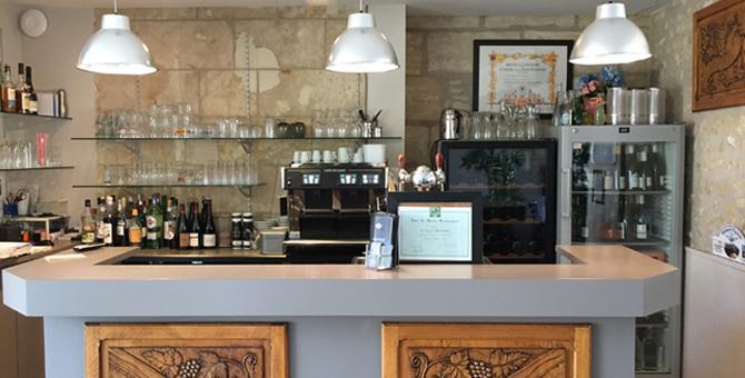 Comptoir, accueil du restaurant traditionnel le Val Joli à Vouvray (37) près de Tours